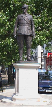 Wladyslaw Sikorski statue