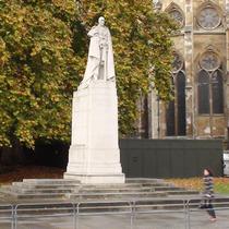George V statue