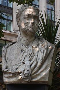 Isaac Newton bust