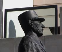 de Gaulle statue