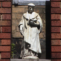 Imperial Hotel - statue 01 - Cromwell