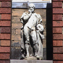 Imperial Hotel - statue 02 - Shakespeare
