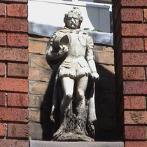 Imperial Hotel - statue 04