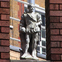 Imperial Hotel - statue 06 - Drake