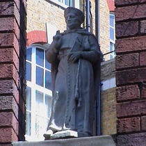 Imperial Hotel - statue 08 - Wolsey