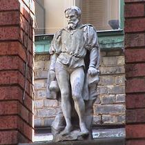 Imperial Hotel - statue 11