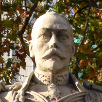 George V statue