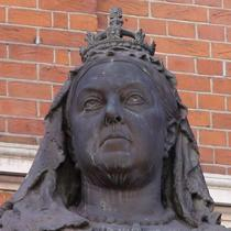 Queen Victoria statue - Croydon