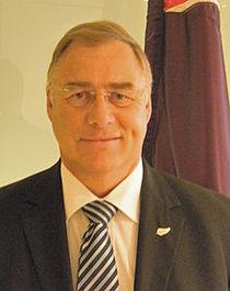 Dr Wayne Mapp