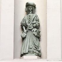 Nell Gwynn statue