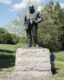 Churchill statue - Woodford Green