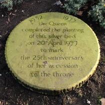 Queen's silver bed