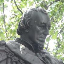 Disraeli statue