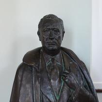 F. D. Roosevelt statue - small