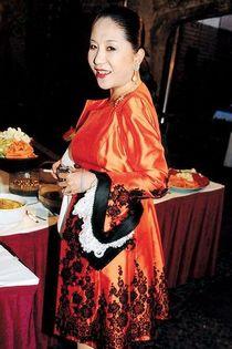Viscountess Rothermere, Maiko Jeong Shun Lee
