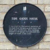 Tide gauge house