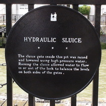 Hydraulic sluice