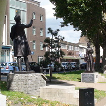 Catherine + William Booth statues - Mile End