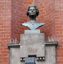 Queen Elizabeth II - Bexleyheath bust