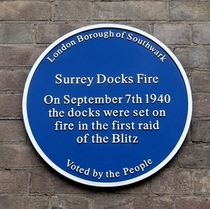 Surrey Docks fire - first bomb of the Blitz