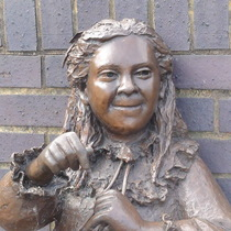Joyce Salter - SE16 statue