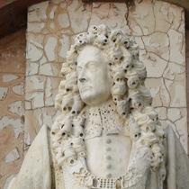 Robert Clayton statue