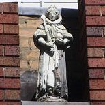 Imperial Hotel - statue 03 - Elizabeth I