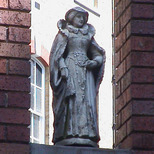 Imperial Hotel - statue 07 - Mary Queen of Scots