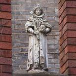 Imperial Hotel - statue 09 - Elizabeth I