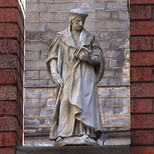 Imperial Hotel - statue 12 - Cromwell