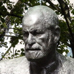 Sigmund Freud statue