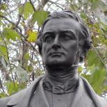 Robert Peel statue