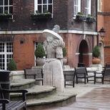 Westminster School - Queen Elizabeth I statue