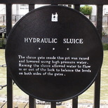 Hydraulic sluice