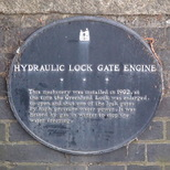 Hydraulic lock gate engine