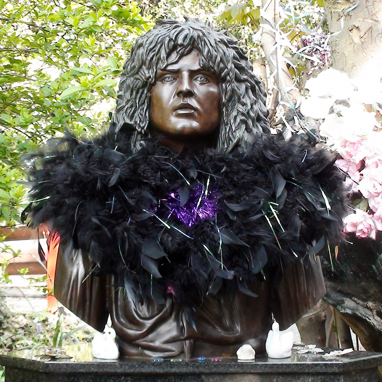 Marc Bolan Shrine Bust London Remembers Aiming To